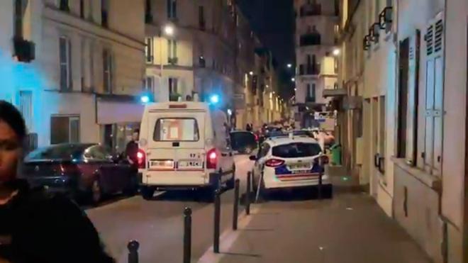 Опубликованы первые кадры с места наезда автомобиля на террасу бара в Париже