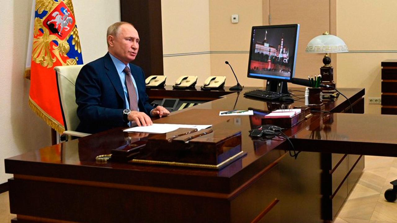 Нарышкин рассказал, как Путин работает с документами СВР