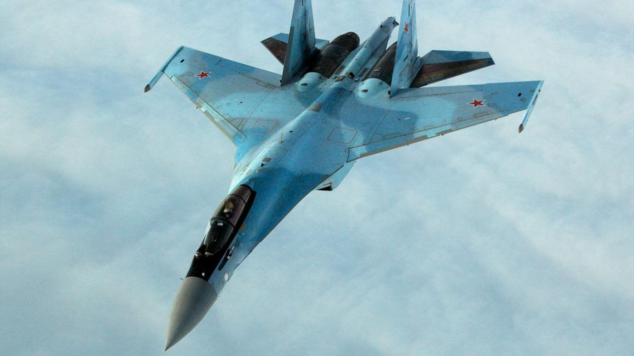 Истребители Су-35С проводят мониторинг лесных пожаров в Карелии