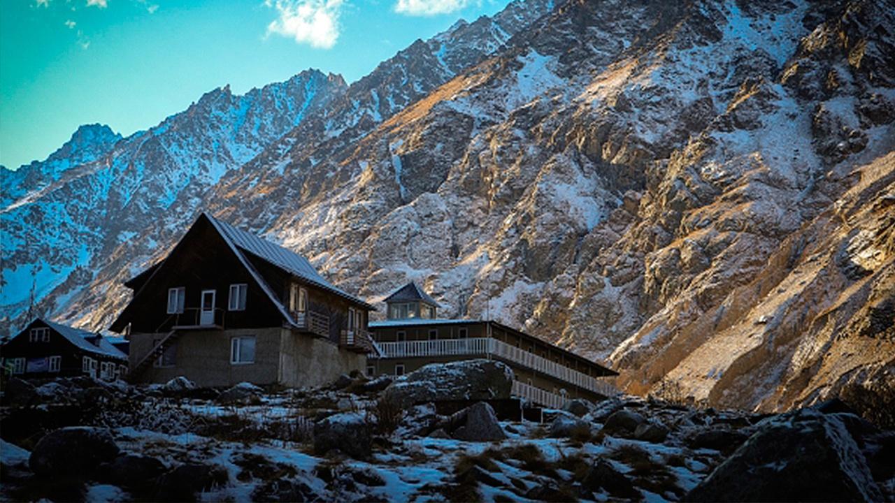 Сель перекрыл дорогу к лагерю альпинистов в Кабардино-Балкарии