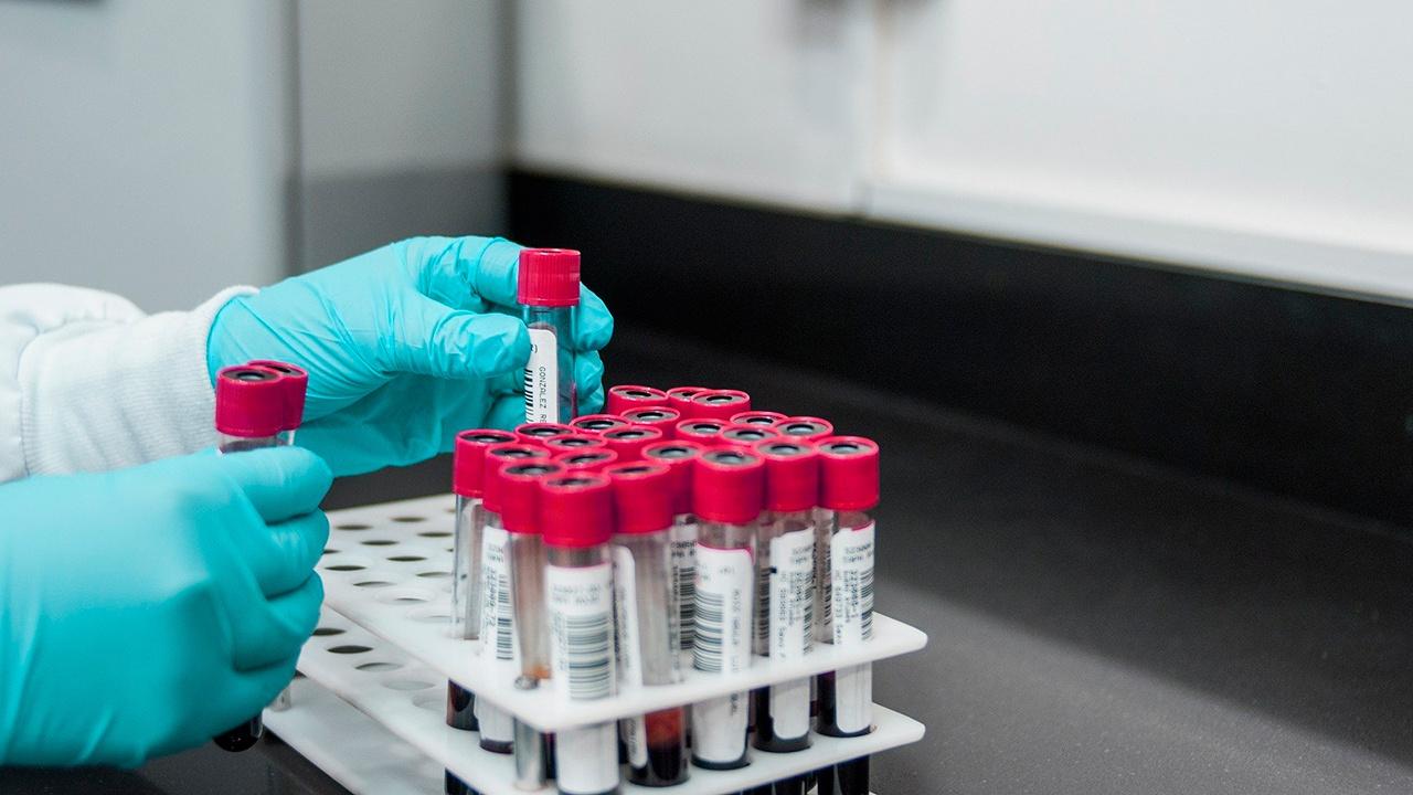 Китайский ученый оценил эффективность вакцин против дельта-штамма COVID-19