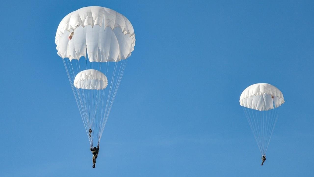 Прыжок с минометом: в Подмосковье представлены новые парашютные системы для ВДВ