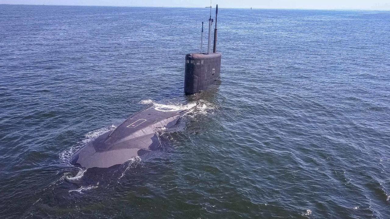 Субмарина «Краснодар» провела торпедный «бой» с «Петропавловском-Камчатским» на Балтике