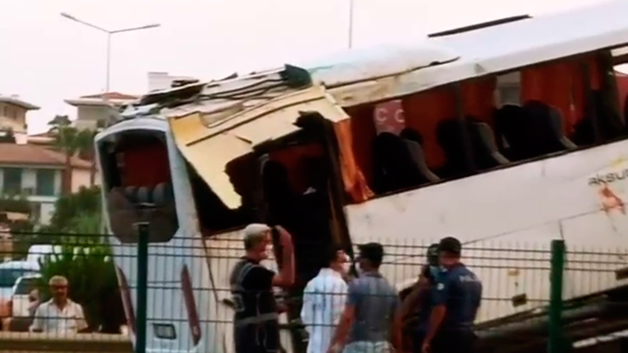 Минздрав РФ: из больниц выписаны 15 россиян, пострадавших в ДТП в Турции