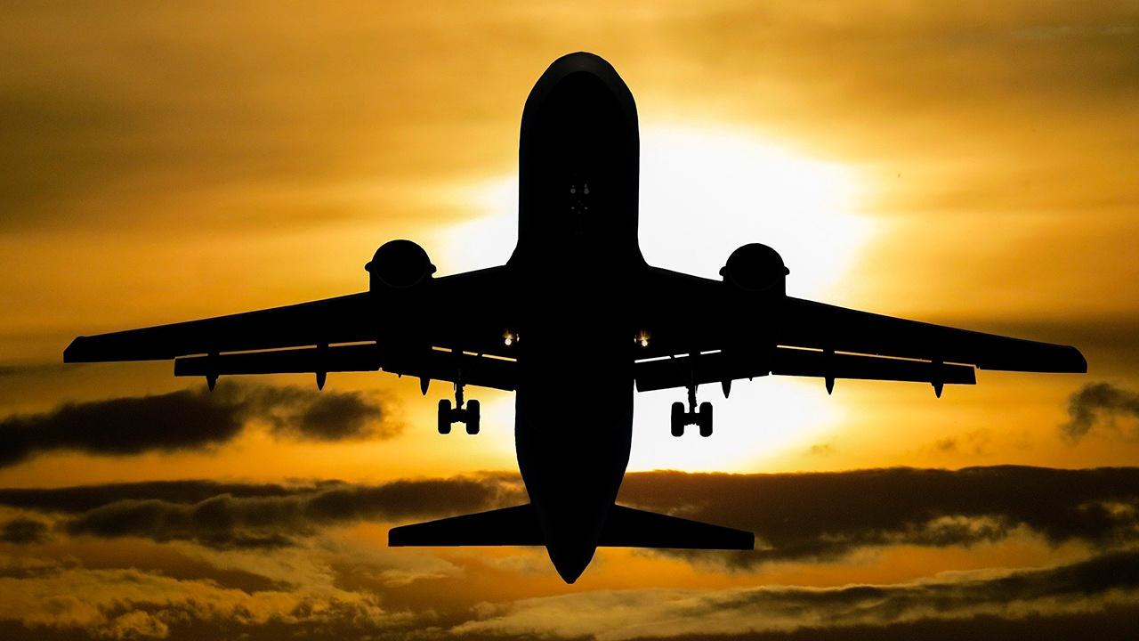 СМИ: самолет Екатеринбург - Москва подал сигнал тревоги над Удмуртией и стал снижаться