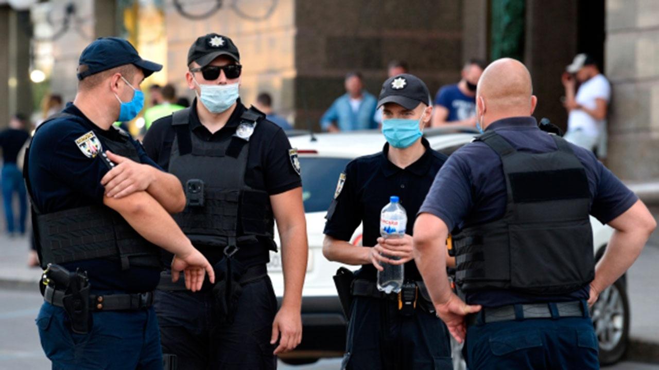 Полиция Украины возбудит уголовные дела в отношении угрожавшего взорвать гранату в Киеве