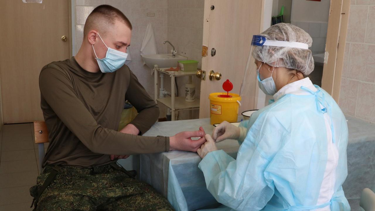 Шойгу: заболеваемость COVID-19 в ВС РФ почти вдвое ниже, чем в среднем по стране