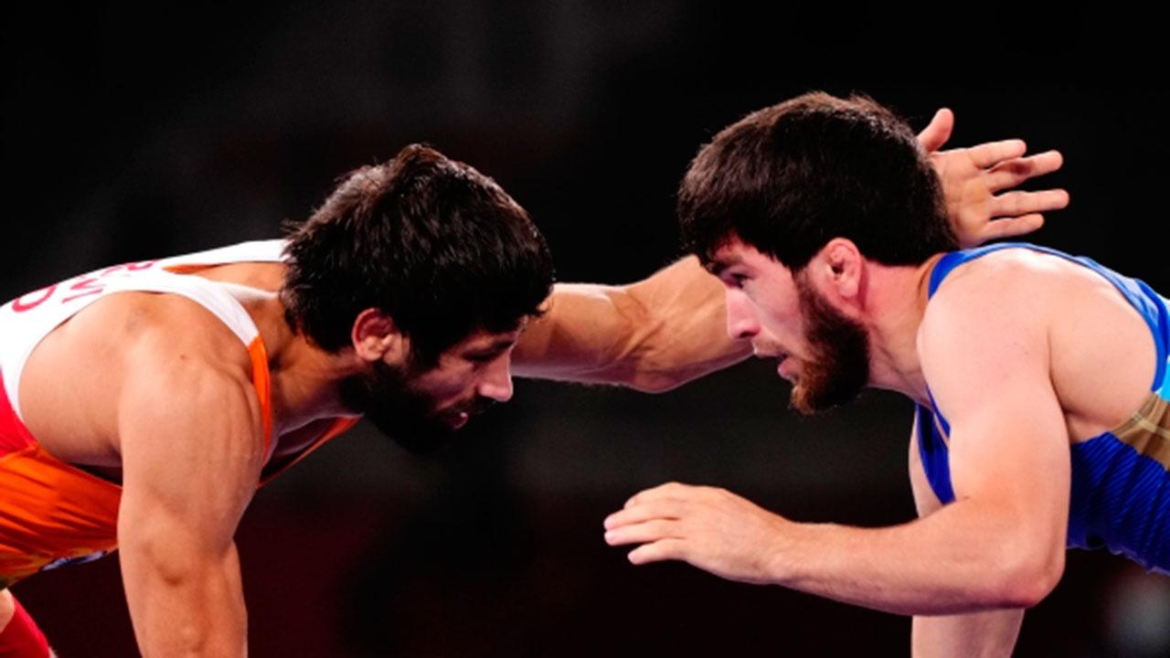 Российский борец Угуев завоевал 16-е золото для РФ на Олимпиаде в Токио