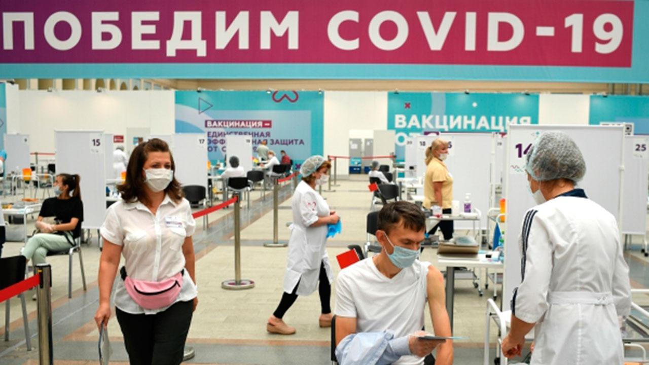 Мурашко: в России от COVID-19 привиты уже 38,9 миллиона человек