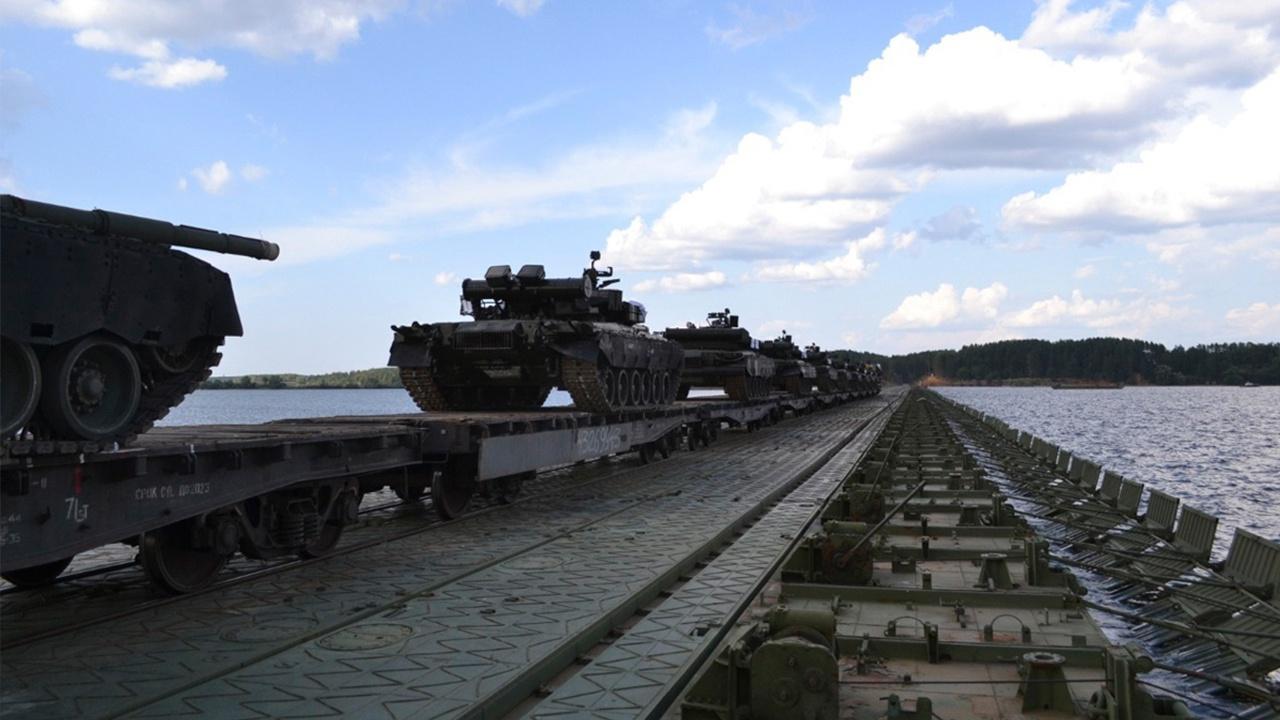 «Оснащены в полном объеме»: начальник ГУ Железнодорожных войск рассказал о технике и вооружении