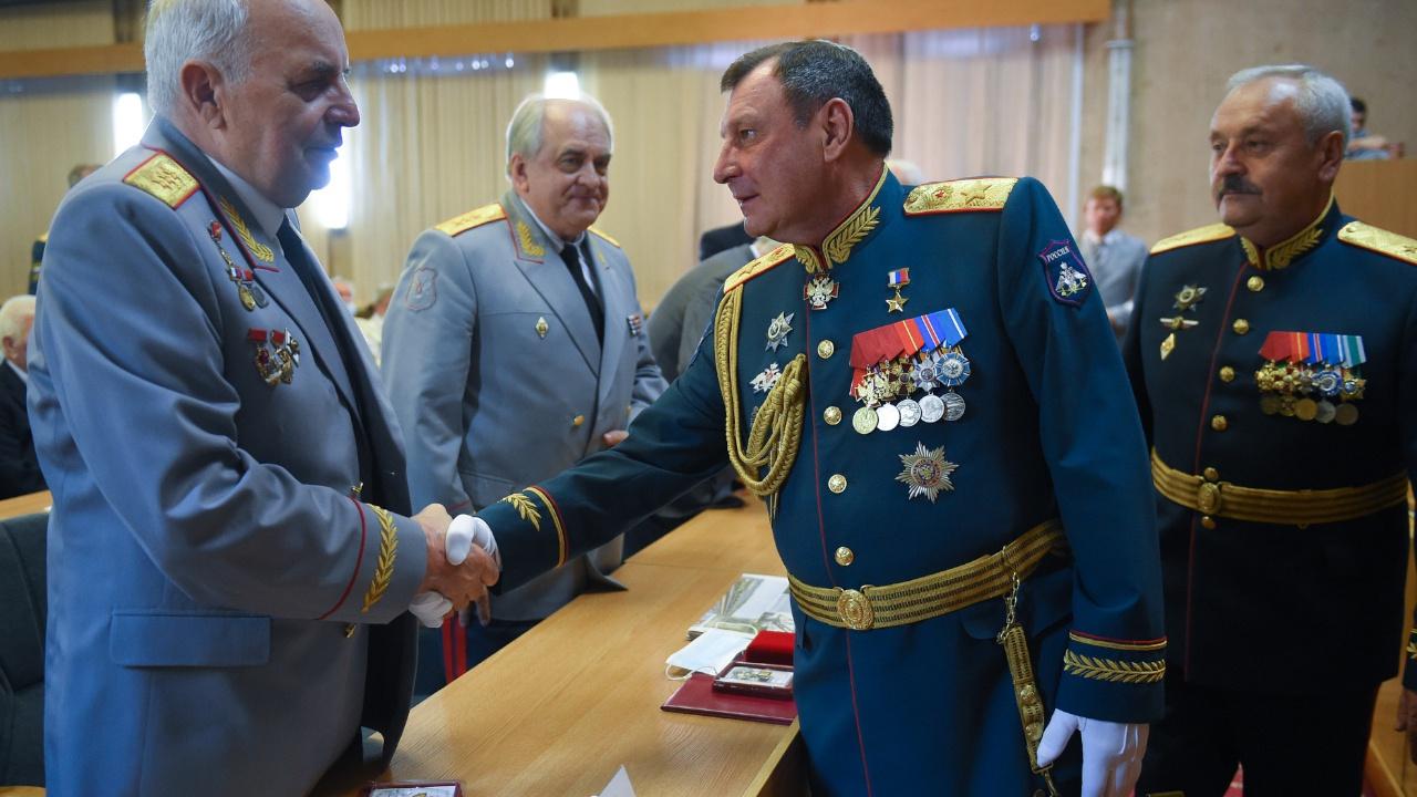 Воины стальных магистралей: замминистра обороны Булгаков поздравил военных железнодорожников с праздником
