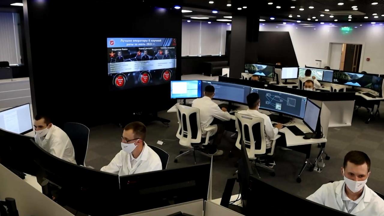 Вице-премьер Борисов оценил потенциал опытного производства технополиса «ЭРА»