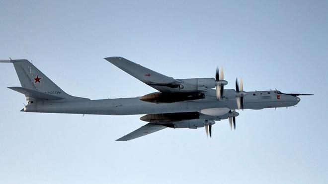 Самолеты Ту-142 провели учение с кораблями Северного флота в дальней океанской зоне