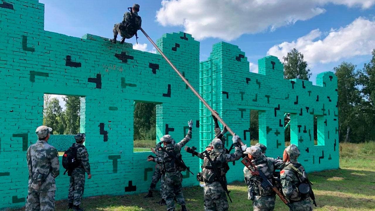 Команда Китая приступила к тренировкам на «Тропе разведчика» в Сибири