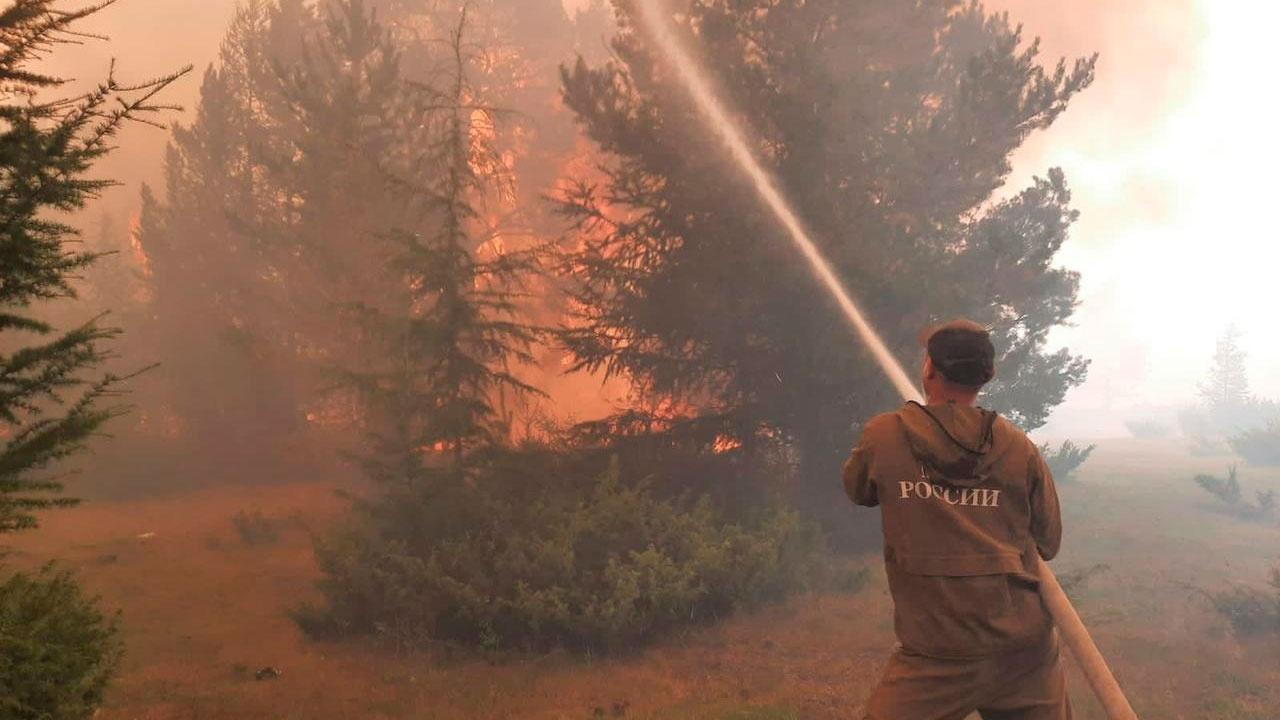Пожарные в Якутии потушили за сутки 22 пожара на площади более 105 тысяч гектаров