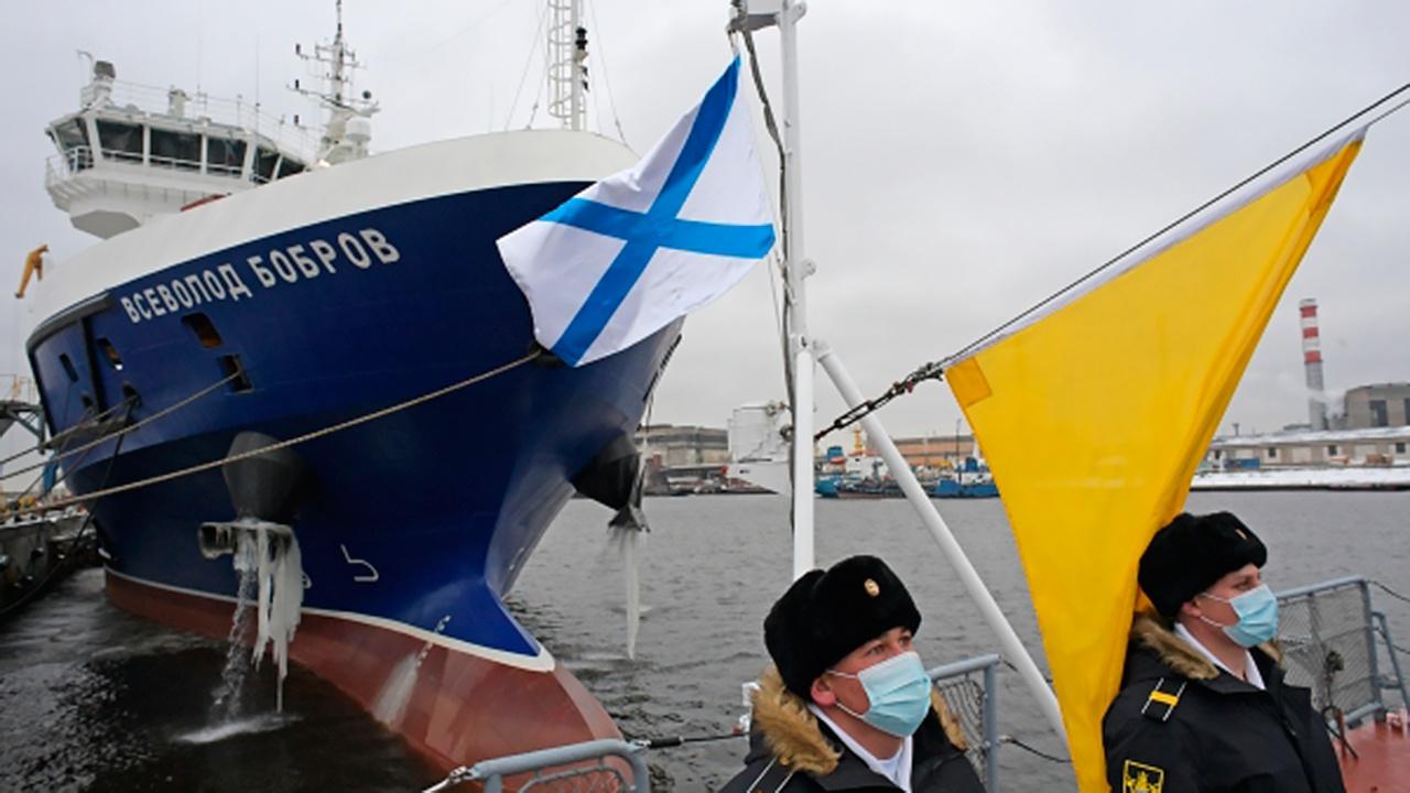 Тыловое судно «Всеволод Бобров» начнет переход на Черноморский флот до конца августа
