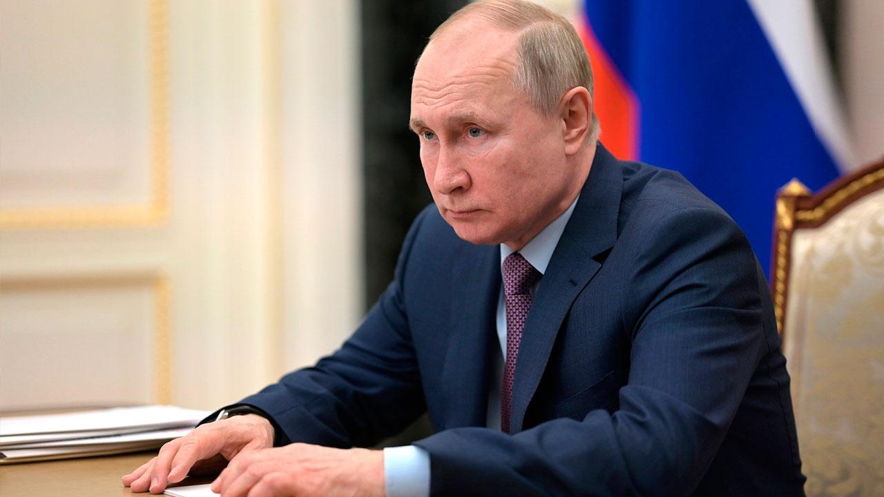 Путин призвал пересмотреть зарплаты российских учителей