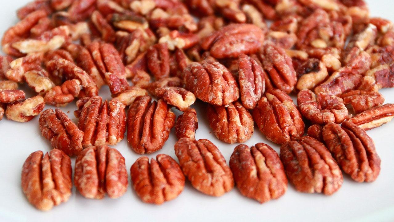 Американские ученые назвали орех, который снижает холестерин