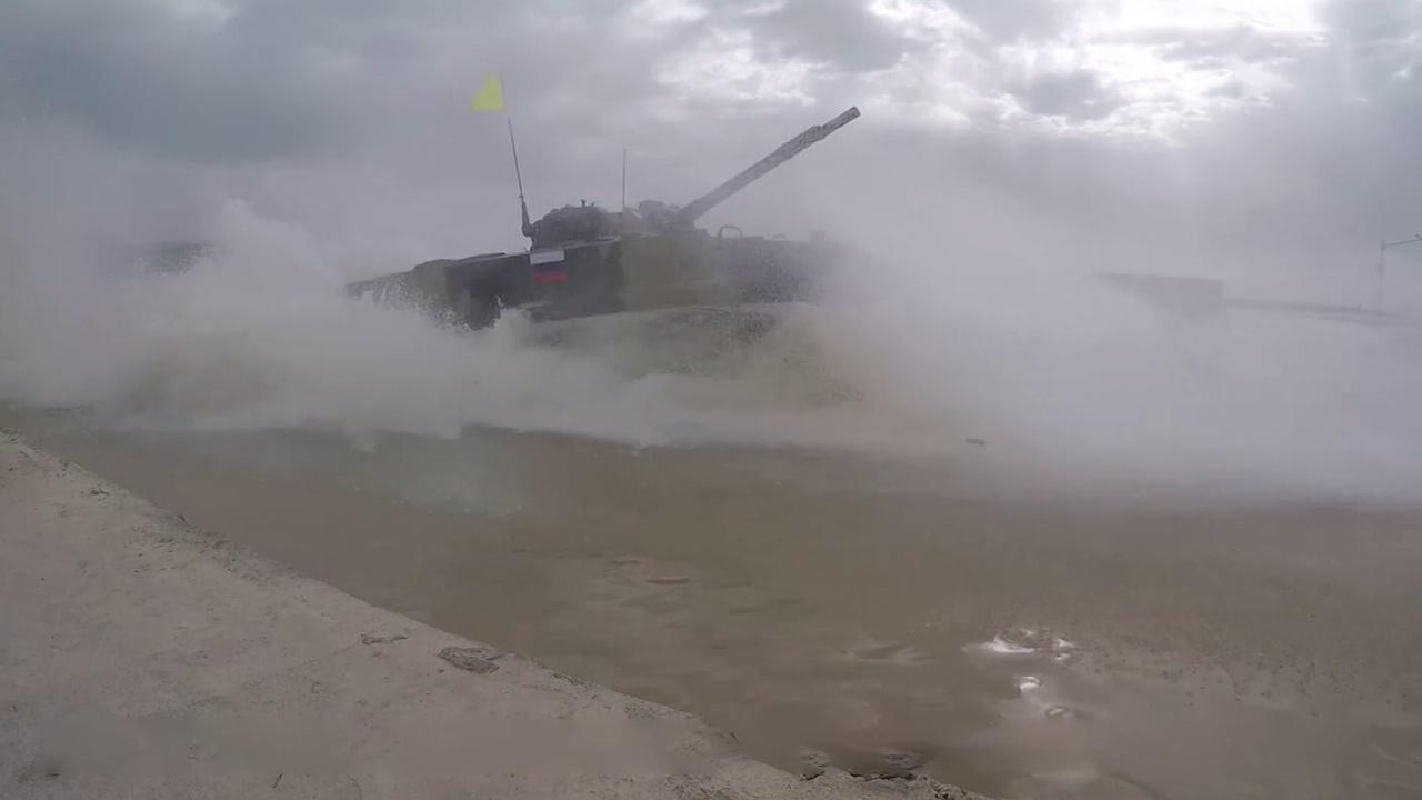 Воды не боятся: как российские БМП-3 преодолели сложные препятствия конкурса «Суворовский натиск»