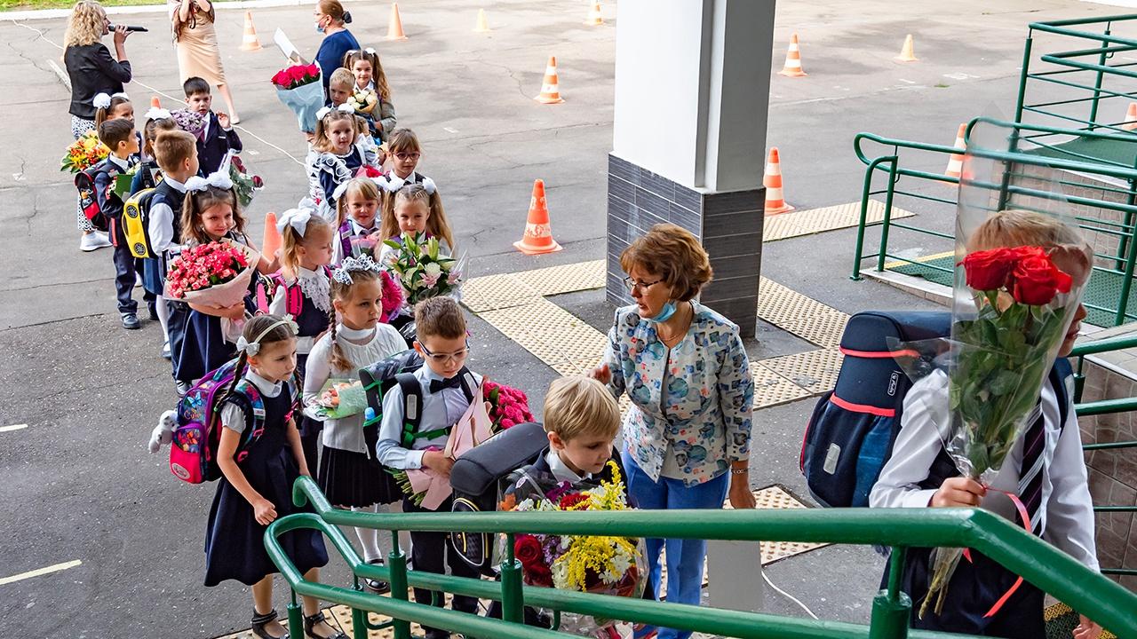 Кравцов опроверг слухи о недопуске детей без прививок от COVID к занятиям в школах