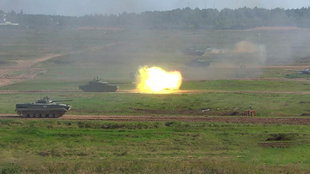 Разрушительная мощь: как выглядит динамический показ военной техники РФ в Алабино