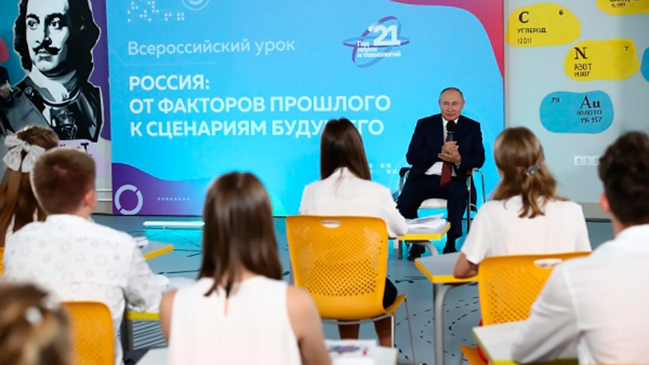В Кремле заступились за школьника, поправившего Путина