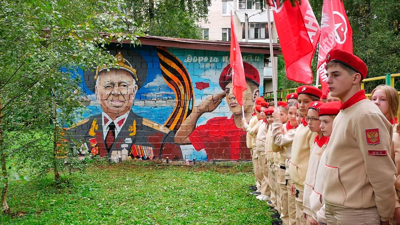 В подмосковной Лобне нарисовали юнармейское «Граффити Победы»