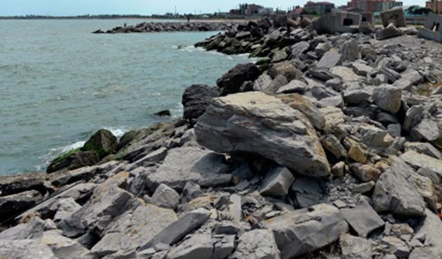 Найден пропавший в Каспийском море катер с семью пассажирами