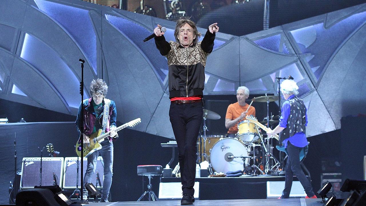 СМИ: менеджер The Rolling Stones скончался, копая могилу для своей собаки