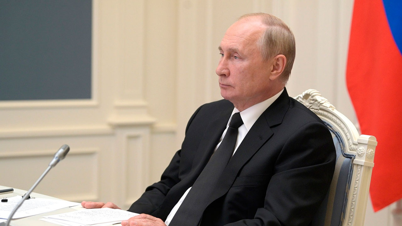 Путин сообщил об уходе на самоизоляцию из-за случаев COVID-19 в его окружении