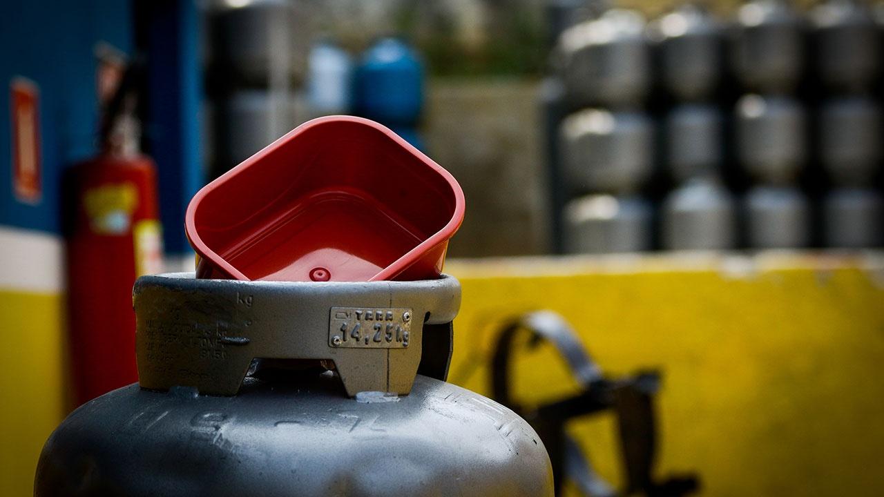 Цена на газ в Европе превысила рекордные 840 долларов за тысячу кубометров