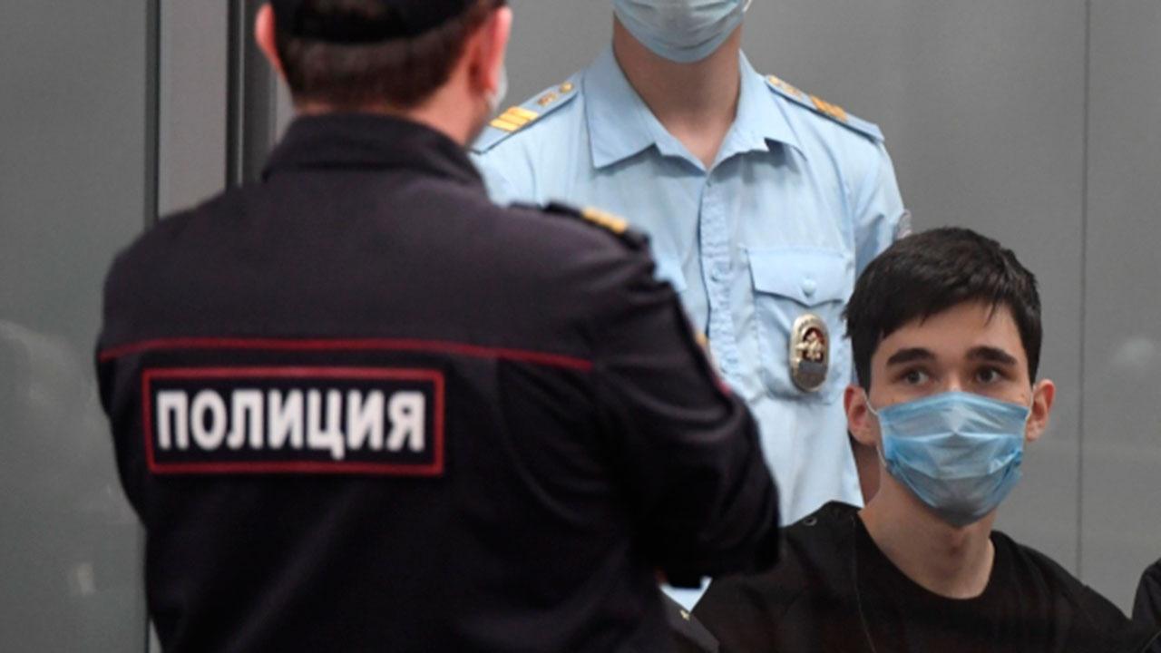 Устроивший стрельбу в казанской школе юноша этапирован в Петербург