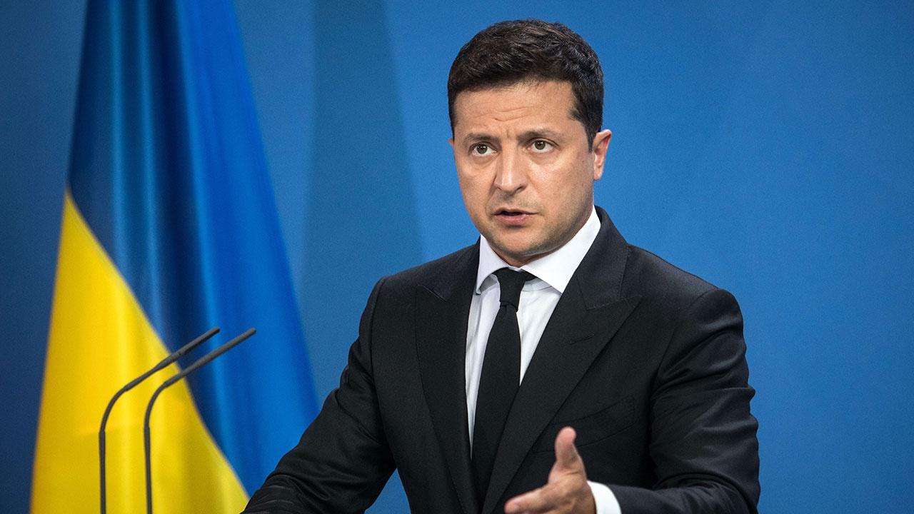 Закрытие каналов, санкции и блокировка счетов: как на Украине разбираются с неугодными СМИ