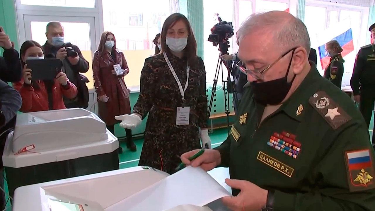 Первый замминистра обороны Цаликов проголосовал на выборах в Госдуму