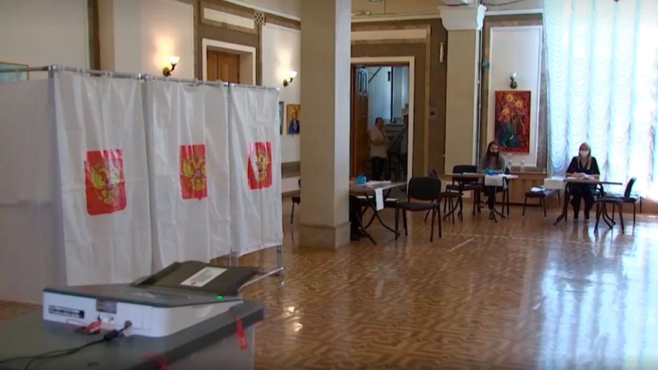 Командующие войсками военных округов и флотов проголосовали на выборах в Госдуму