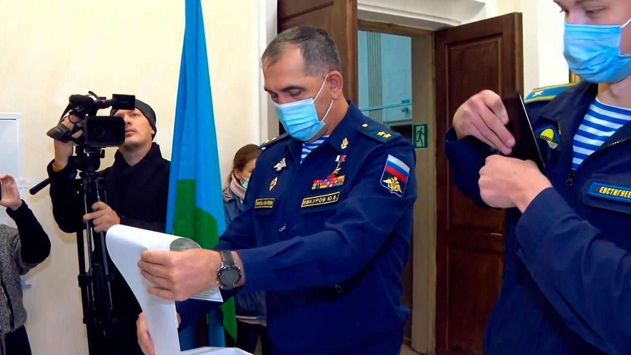 Замминистра обороны РФ Евкуров проголосовал на выборах в Госдуму
