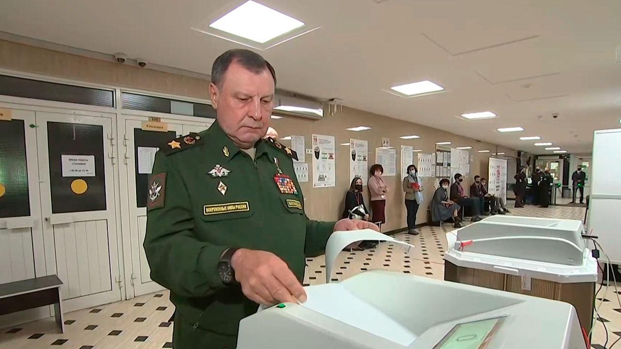 Замминистра обороны Булгаков проголосовал на выборах в Госдуму