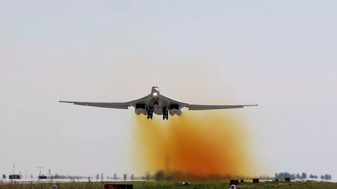 Модернизированный Ту-160 с новыми двигателями совершил первый полет