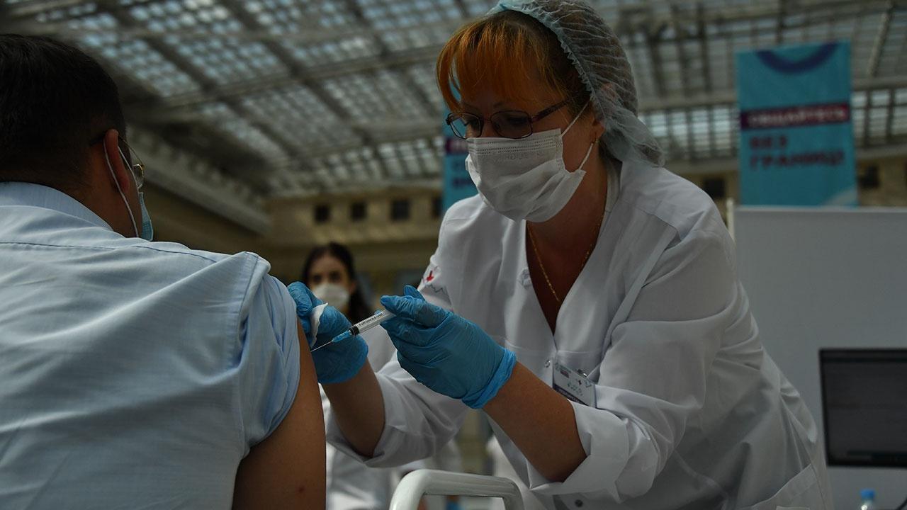 Глава ЦБ РФ считает, что в стране недостаточный уровень вакцинации