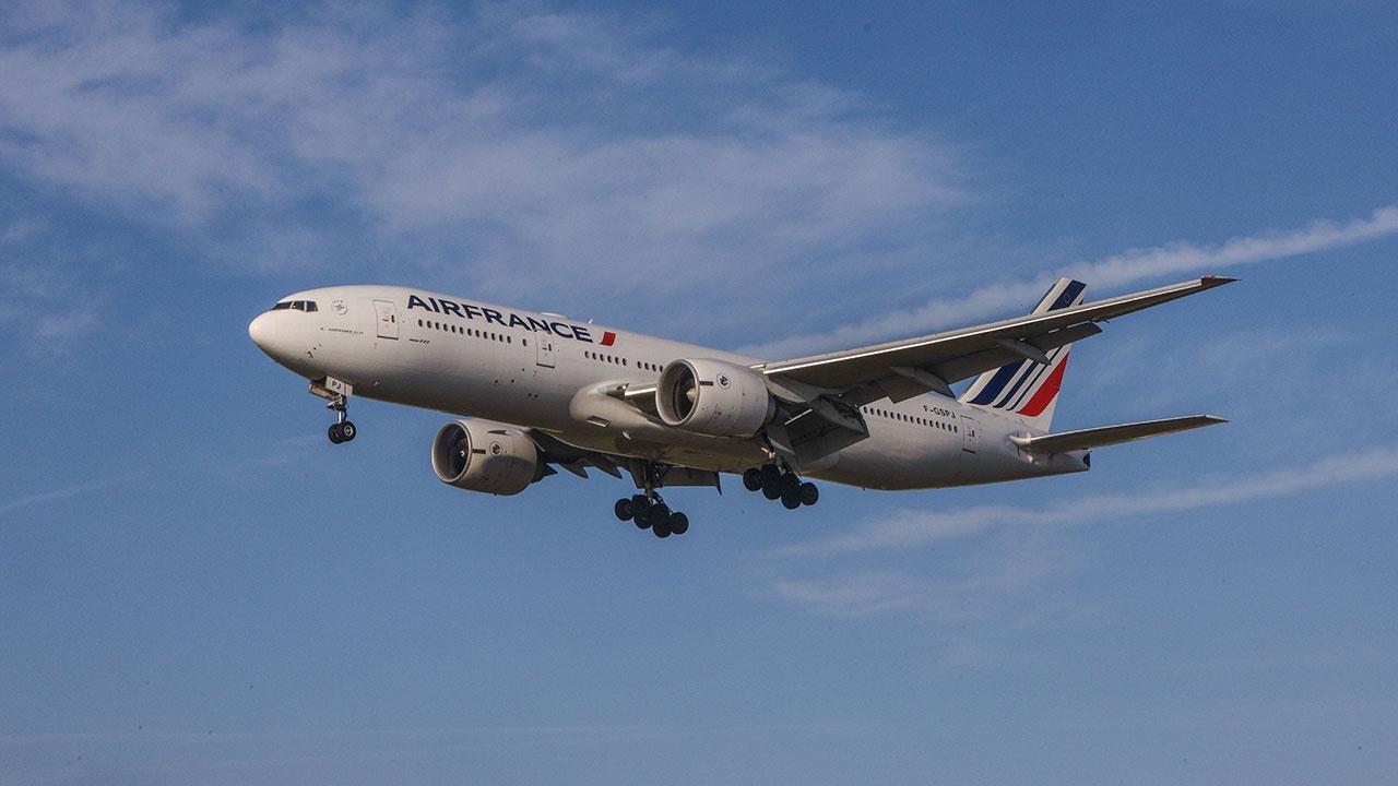 На рейсе из Пекина в Париж произошел взрыв