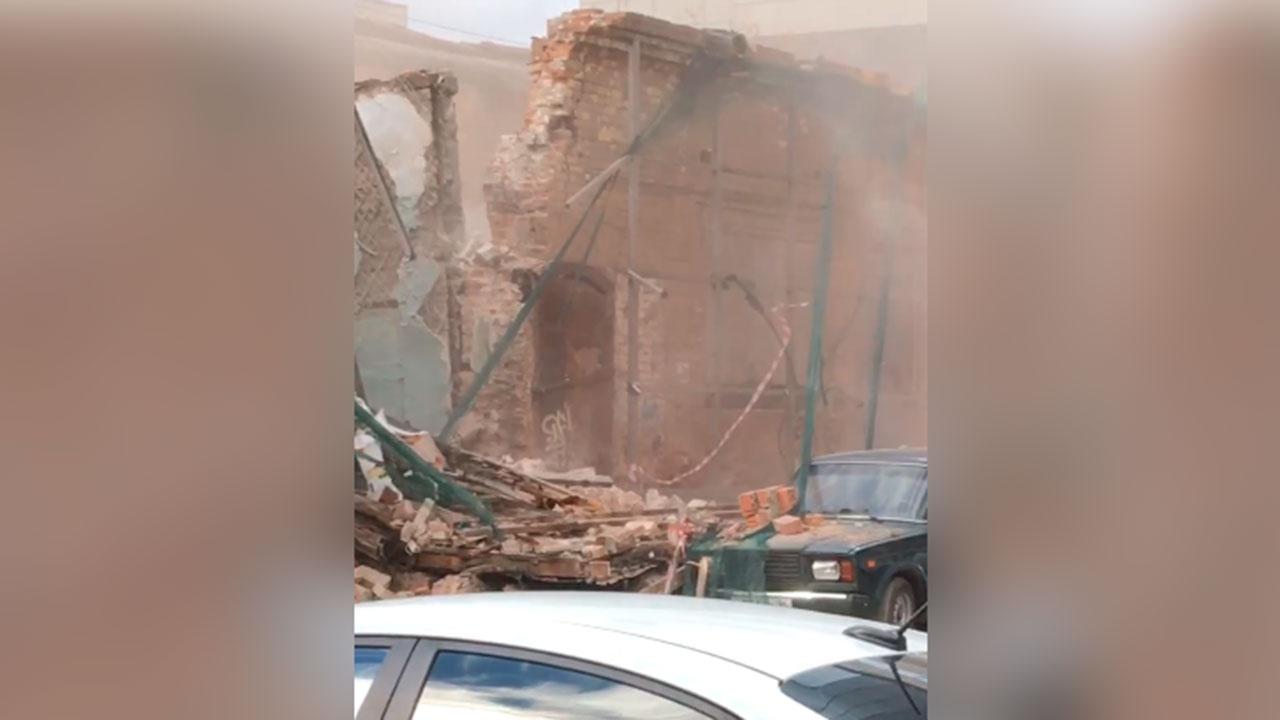 В Екатеринбурге обрушилась часть здания комплекса Усадьбы купца Ваганова