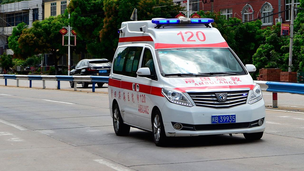СМИ: восемь человек погибли в Китае после опрокидывания судна