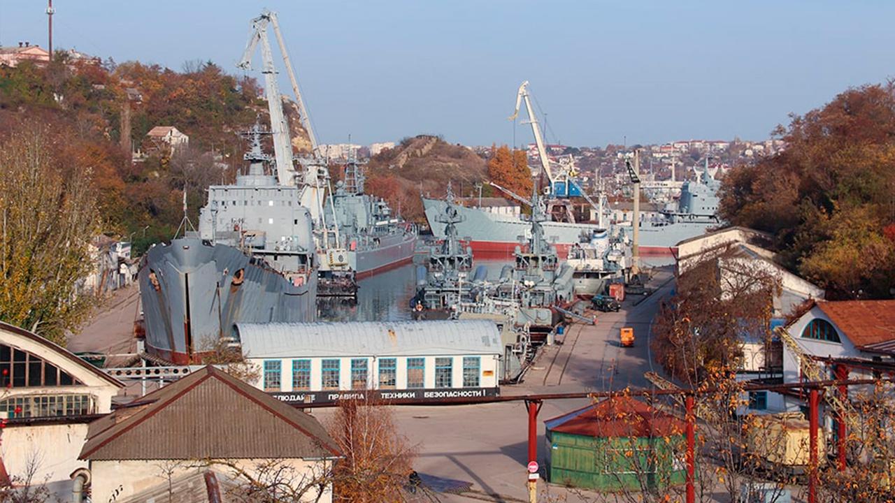 Главком ВМФ проверил развитие производства на судоремонтном заводе ЧФ в Севастополе