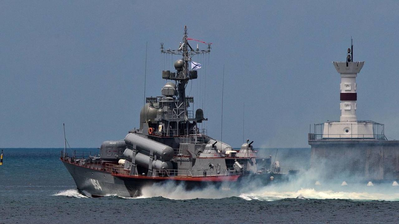 Корабли и подлодки ВМФ РФ вышли на учения в Черном море