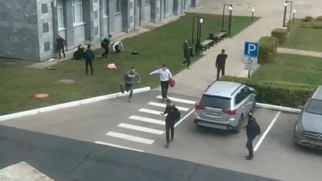 «Преподаватель не остановил лекцию»: студентка вуза в Перми рассказала о стрельбе