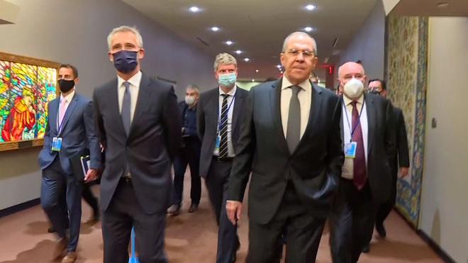 «Можете не испытывать удачу»: Лавров пошутил на встрече с генсеком НАТО