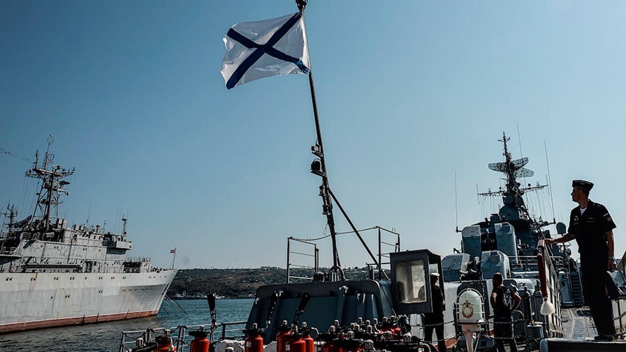 Силы ЧФ взяли под контроль действия двух кораблей НАТО в Черном море