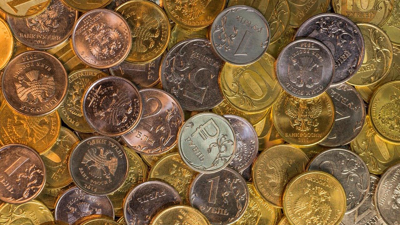 Рубль вошел в 20 самых популярных валют