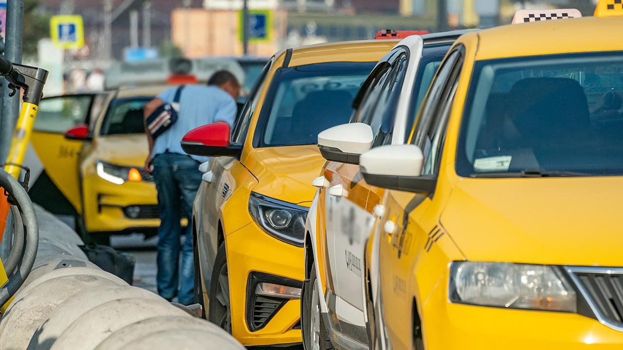 Минтранс предложил ввести ответственность такси-сервисов перед пассажирами при ДТП