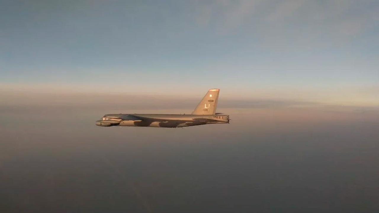 Истребители Су-35С сопроводили бомбардировщик США над акваторией Тихого океана